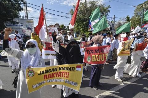 Ormas Pemuda Pancasila Demo Tolak RUU HIP di Mataram