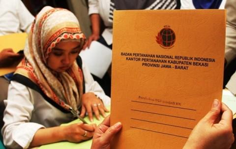 Ribuan Sertifikat Tanah Dibagikan di Maluku dan Lampung