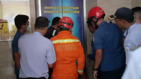 2 Pegawai Kantor Pelabuhan Nizam Zachman Terjebak di Lift