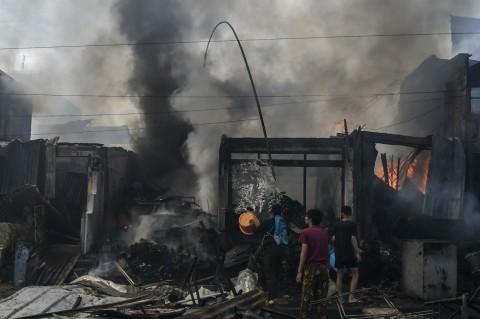 40 Toko di Manggarai Hangus Terbakar