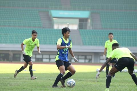Gelandang Timnas U-16 Tetap <i>Enjoy</i> Latihan dengan Protokol Ketat