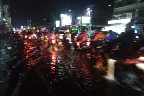 Hujan Deras, Jalan Ciputat Raya Macet Parah