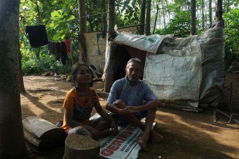 Kisah Kakek Tarso dan Istri Tinggal di Gubuk Plastik di Purwokerto