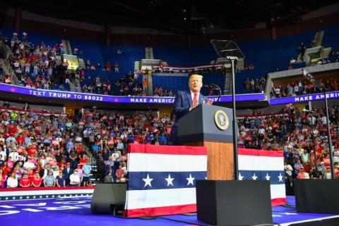 Kampanye Trump Dianggap Penyumbang Lonjakan Kasus Covid-19