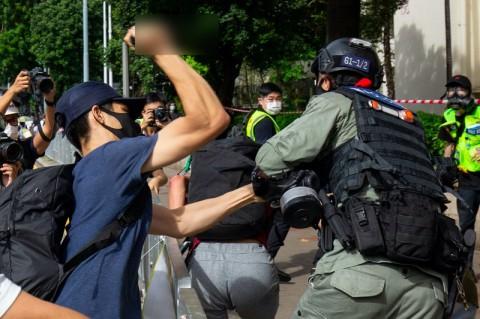 Diduga Bantu Tersangka Penikam Polisi Hong Kong, 7 Orang Ditangkap