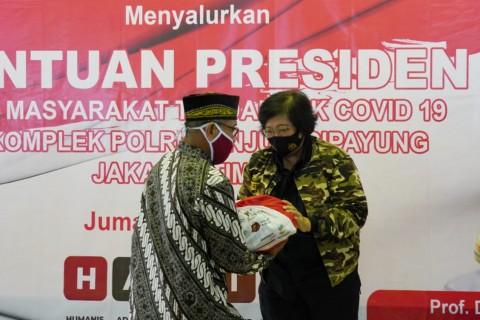 Presiden Beri Sembako kepada Pensiunan TNI-Polri di Cipayung