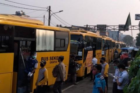 150 Bus Bantu Urai Antrean Penumpang di Stasiun Bogor