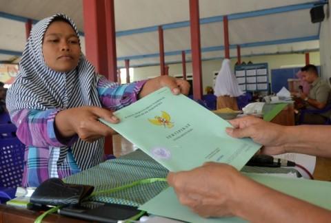 1.725 Sertifikat Tanah Dibagikan di Padang