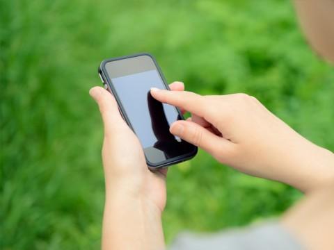 Cara Perusahaan Pinjaman <i>Online</i> Ilegal Mencari Mangsa