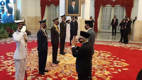 Jokowi Lantik Prasetya Perwira TNI dan Polri