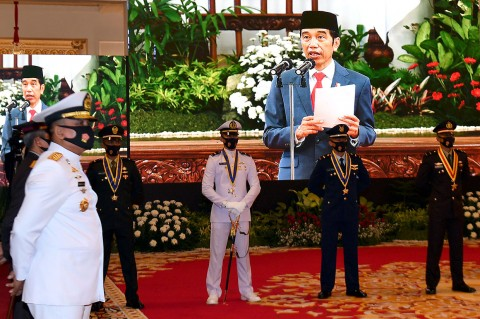 Jokowi Lantik Perwira TNI-Polri Secara Virtual