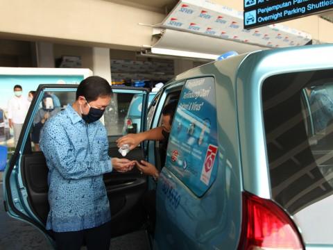 Pakai Taksi, Kini Dilengkapi dengan Hand Sanitizer