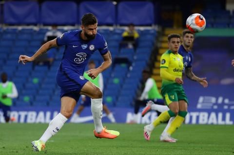 Giroud Bawa Chelsea Tundukkan Norwich