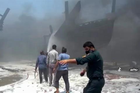 Kebakaran Hebat Landa Galangan Kapal Iran