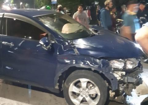 Pengendara Honda HRV Sempat Kabur Usai Tabrak Pemotor di Jatinegara