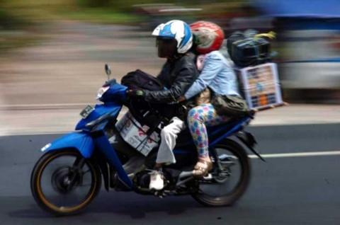 3 Cara Aman saat Berboncengan Sepeda Motor