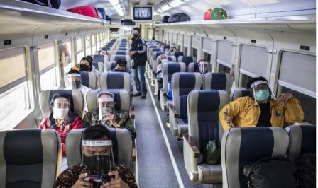 KAI Permudah Syarat Naik Kereta di Masa New Normal