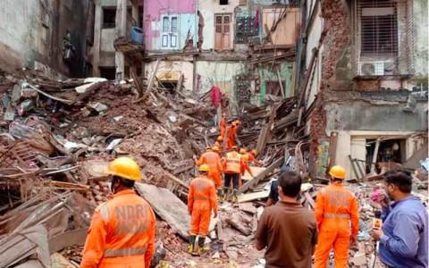 Delapan Tewas Akibat Bangunan Runtuh di India saat Hujan