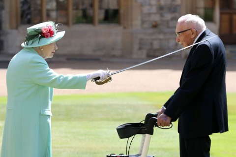 Veteran PD II Dianugerahi Gelar Bangsawan oleh Ratu Elizabeth