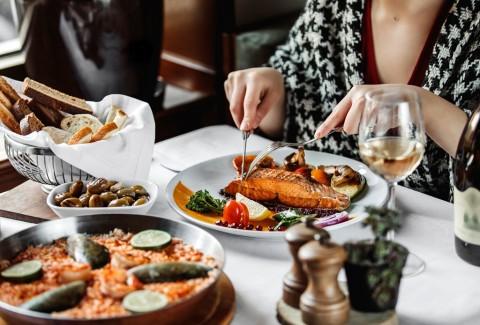 Penelitian: Rutin Makan Seafood Bikin Sering Berhubungan Seks