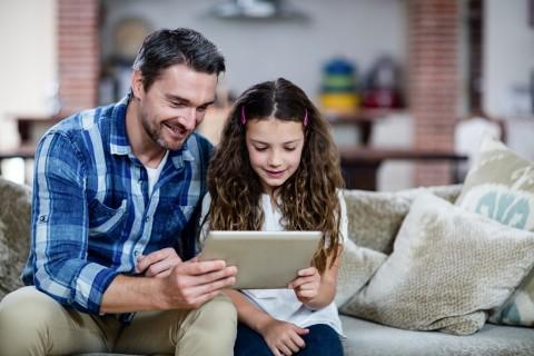 Mengajarkan Anak Menggunakan Internet untuk Tujuan yang Baik
