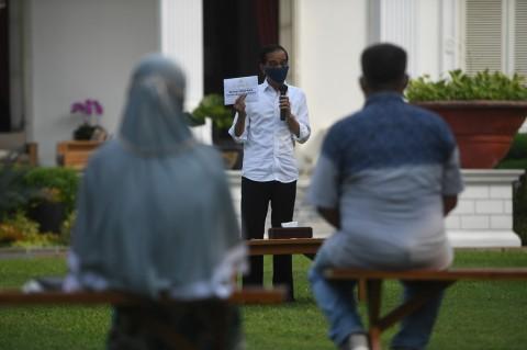 Beri Modal Kerja ke Pedagang Kecil, Jokowi: Jangan Dipakai Beli HP