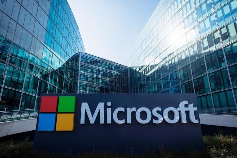 Presiden Microsoft Adukan Apple App Store ke Kongres