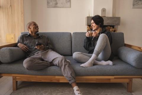 Perlukah Terbuka soal Finansial kepada Pasangan?