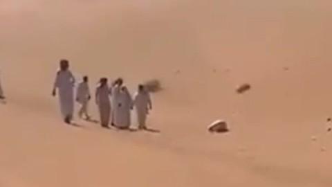 Pria Saudi Ditemukan Meninggal dalam Sujud di Gurun