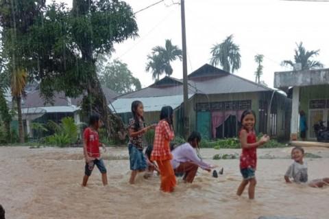 Banjir Ancam 4,8 Km Jalan Beraspal di Rawang Gunung Malelo Sumbar