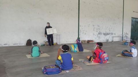Guru di Sumenep Sulap Gudang Tembakau Jadi 'Ruang Kelas'