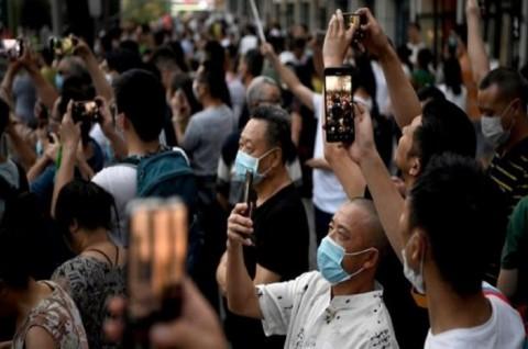 Warga Tiongkok 'Nobar' Kepergian Diplomat AS dari Chengdu