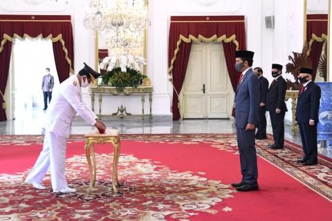 Jokowi Lantik Isdianto sebagai Gubernur Kepri