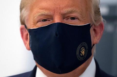Trump Imbau Warganya Kenakan Masker dan Jaga Jarak