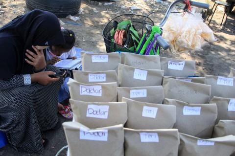 Pelajar Ini Jualan Nasi Bungkus untuk Beli Paket Data Internet