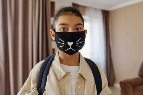Pakai Masker Sebabkan Gigi Berlubang?