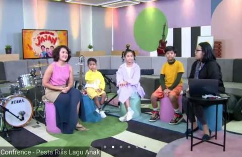 Ketiga Anak Dwi Sasono dan Widi Mulia Rilis Lagu Jajan