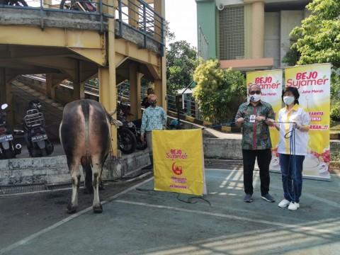 Bintang Toedjoe Salurkan Sapi Kurban Melalui Media Group