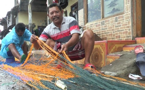 KKP Latih Nelayan Buat Alat Tangkap Jaring Insang