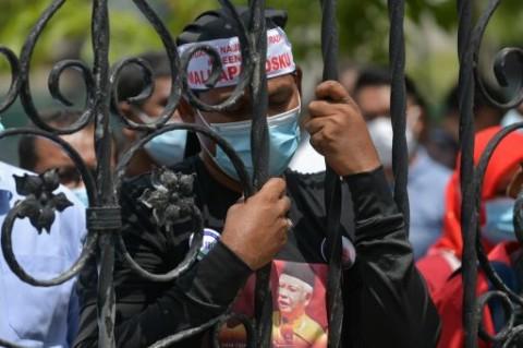 Kumpulan Massa Saat Sidang Najib Meresahkan Warga Malaysia