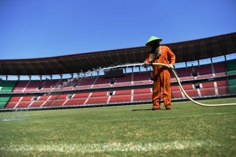 Stadion Gelora Bung Tomo Dipasangi Lampu Standar FIFA