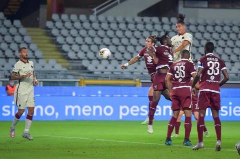 Roma Atasi Perlawanan Sengit Torino