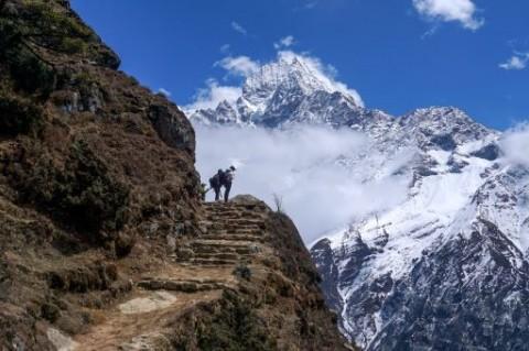 Nepal akan Buka Jalur Pendakian Pegunungan Himalaya