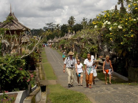 Luhut Dukung Pemulihan Pariwisata Bali