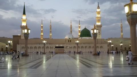Kisah di Balik Marmer Masjidil Haram dan Masjid Nabawi