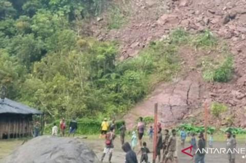 Puluhan TNI Bantu Tanggulangi Longsor di Tembagapura