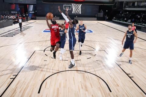 Sengit, Houston Rockets Kalahkan Dallas Mavericks