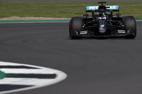 Nyaris Kecelakaan, Hamilton Rebut Start Terdepan F1GP Inggris
