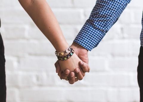 Perlukah Terbuka ke Pasangan tentang Pengalaman Seks?