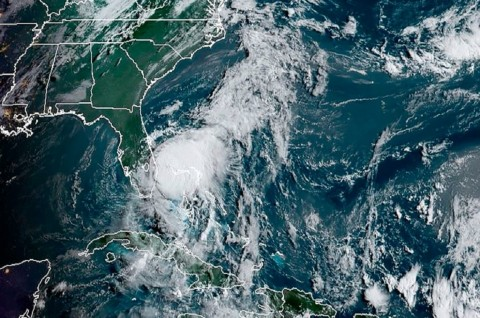 Badai Isaias Terjang Pesisir Timur Florida